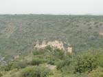 Вид на замок Монфорт с востока, со стороны гряды