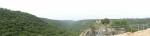 Монфорт не доминирует над окружающими горами, скрываясь среди них